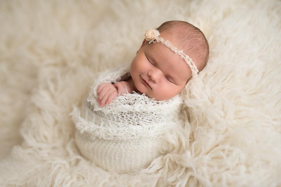 süße Babybilder ihrer Tochter